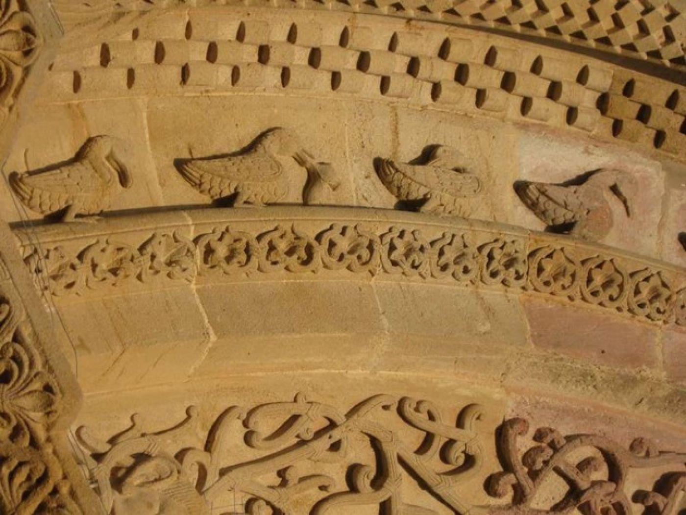 Canards visibles sur l'église de Morlaas.